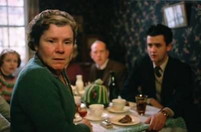 Vera Drake - elöl Imelda Staunton