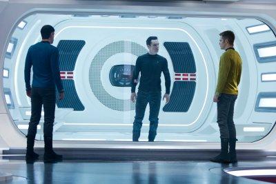 Sötétségben - Star Trek - Zachary Quinto, Benedict Cumberbatch és Chris Pine