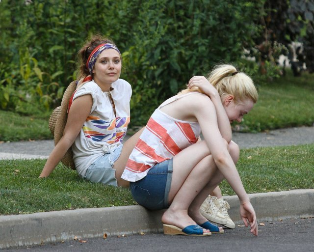 very good girls - dakota fanning és elizabeth olsen